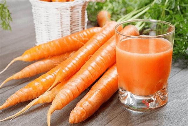 Cách làm son từ cà rốt và vaseline