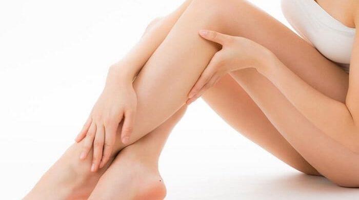 Mẹo xử lý da khô thường xuyên tẩy tế bào chết ở gót chân