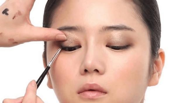Lưu ý cách sử dụng kính áp tròng lần đầu