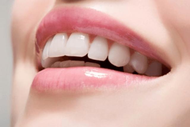 Làm trắng răng bằng cà chua
