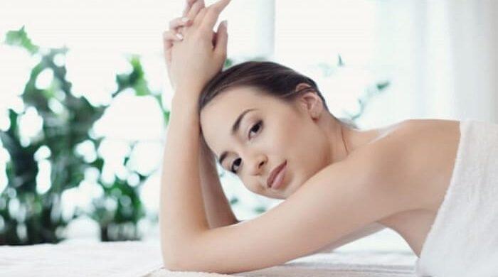 Mẹo làm đẹp da mặt bằng nước vo gạo sử dụng kem dưỡng ẩm biện pháp chống lão hóa