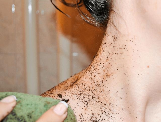 Tẩy da chết body và mặt khác nhau như thế nào?